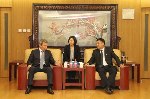 哈萨克斯坦阿斯塔纳国际学术综合体领导人叶尔萨伊诺维奇访问我校